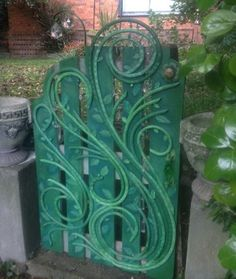 This is a recycled water hose decorated garden gate. Gatescape, The Enchanted Gate, Creative Gippsland, Sue Fraser. Garden Crafts, Garden Projects, Diy Projects, Backyard Fences, Fence Garden, Fun Backyard, Garden Landscaping, Old Garden Gates, Garden Hose Wreath