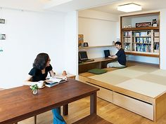 little tatami mats space with desk area Small Space Interior Design, Japanese Interior Design, Home Office Design, House Design, Living Room Wall Units, Interior Design Living Room, Small Living Dining, Tatami Room, Built In Furniture