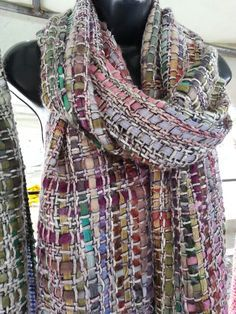 Handweaving scarf by Pancho Pinsag. Wool and viscosys.
