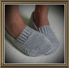 Ravelry: Nettle Essence Svensk version pattern by Monica Hellberg Más Knitting Patterns Slippers Yarn : Organic wool + Nettles from Onion, 2 skeins. Knitting Patterns Slippers Slippers pattern (purchase) loving the design, looks like they would stay on y Knitted Slippers, Crochet Slippers, Knit Or Crochet, Knitting Socks, Hand Knitting, Knit Socks, Knitting Projects, Crochet Projects, Knitting Patterns