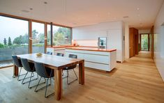 """Be inspired by the pictures on the topic """"Kitchen with wooden floor"""". Look at how wooden floorboards look with different fronts and kitchen styles. Kitchen Interior, Interior Design Living Room, Contemporary Kitchen Cabinets, Modern Kitchens, Best Interior Design Websites, Best Interior Paint, Interior Windows, Wooden Flooring, Sweet Home"""