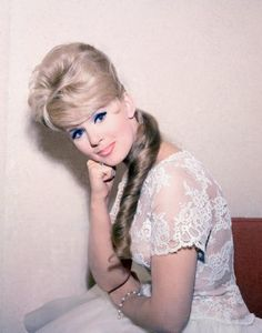 Vintage Hairstyles Connie Stevens popularized the beehive-ponytail combo, Beehive Hairstyles, Vintage Hairstyles, Old Hollywood Glamour, Vintage Hollywood, Connie Stevens, Indiana Evans, Star Wars, Marie Osmond, Hair Color For Women