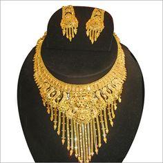 gold jewelry designs in pakistan Dubai Gold Jewelry, Gold Jewelry For Sale, Golden Jewelry, Gold Jewellery Design, Diamond Jewelry, Fashion Necklace, Fashion Jewelry, Women's Fashion, Necklace Designs
