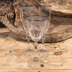 Σετ Γάμου Ποτήρια Σαμπάνιας & Κρασιού Ασημί Χείλος Σχέδιο Λουλουδάκια White Wine, Alcoholic Drinks, Glass, Drinkware, Corning Glass, White Wines, Liquor Drinks, Alcoholic Beverages, Liquor