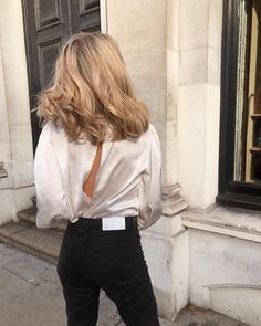 Blonde hair is having a moment in and these are the trends taking over. From silver hair to a beachy bronze balayage, these are the hair looks g… - Coiffure Sites Easy Style, Cut And Style, Style Me, Trendy Style, Winter Blonde, Street Style Outfits, Corte Y Color, Inspiration Mode, Fashion Inspiration