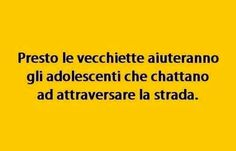 Soon the elder ones will help teens which send message to cross the road Italian Humor, Italian Quotes, Child Smile, I Smile, Verona, Funny Cute, Hilarious, Feelings Words, Good Mood