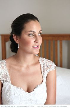 Pearl & silver earrings & natural make-up | Photo: Jenni Elizabeth, Make-up: Bride