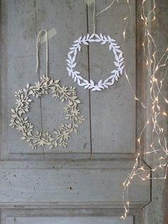 DIY paper wreath for spring! Noel Christmas, All Things Christmas, Winter Christmas, Christmas Wreaths, Christmas Crafts, Christmas Decorations, Xmas, Christmas Topper, Winter Wreaths