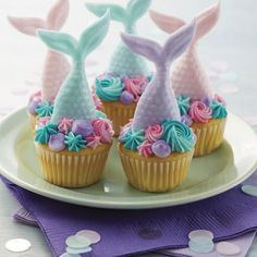 Perfect for when our granddaughters sleep over next week! Buying this today! Make this summer mermaid cupcakes project it is the perfect sweet treat for any mermaid themed birthday party. Mini Cakes, Cupcake Cakes, Mermaid Cupcake Cake, Little Mermaid Cupcakes, Cup Cakes, Mermaid Cookies, Cupcakes For Girls, Summer Cupcakes, Cupcake Icing