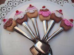 Con cupcakes .-