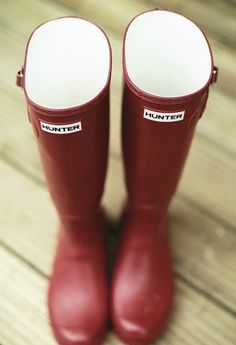 Red Hunter Boots- I need/want a pair. Red Hunter Boots, Hunter Rain Boots, Red Boots, Red Wellies, Swagg, Get Dressed, Me Too Shoes, What To Wear, Shoe Boots
