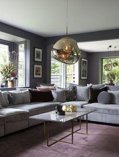 Kristian Kjelling og Siri Løining har innredet huset i en lun hotellstil. Fargene og stilen har blitt akkurat slik de ønsket seg; varmt og litt mystisk. Large Table, Living Room Inspiration, Sustainable Living, Living Room Furniture, Design Trends, Interior Decorating, Room Decor, Couch, Lady