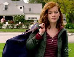 Tessa Altman (Suburgatory S01E01) outfit --- radiant colors