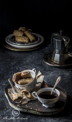 Biscotti alla nocciola dal cuore fondente // hazelnut cookies with melting heart