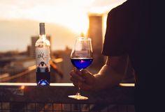 Γνώρισε το μπλε κρασί που ήρθε για να μείνει