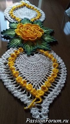 Norma Eli Damasceno's media content and analytics Crochet Table Runner Pattern, Crochet Mandala Pattern, Embroidery Flowers Pattern, Crochet Flower Patterns, Crochet Tablecloth, Crochet Squares, Crochet Doilies, Crochet Flowers, Filet Crochet