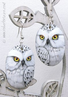 Pair of Snowy Owl Earrings! Unique pieces painted with acrylics, signed on the back, protect with a satin varnish coat, complete of new elegant nickel-free hooks and accompanied by a Certificate of Authenticity. Don't miss these extraordinary gems of art!