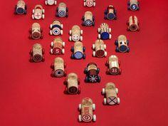 写真:フランスの子どもが作るような、ワインのコルク栓のミニカー。絵付け用サインペン入りのキットで販売(写真5.5 designstudio / C.Clier)