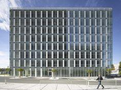 http://www.archdaily.com/334442/city-green-court-richard-meier-partners/?utm_source=dlvr.it_medium=twitter