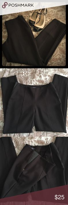 """Jones of New York Signature slacks Size 4    A stylish black Jones of New York slacks, stitched in front and back or permanent seem, side elastic inset with gold detail for a perfect fit. 27"""" Inseam. Excellent condition. ❌sorry no trades.  Consider a bundle and save 10%! Jones New York Pants Ankle & Cropped"""