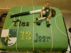 Field Hockey - A field hochey cake for Tieswith the logo of his hockeyclub and a big hockeystick where he is sitting to rest. Hockey Birthday Cake, Dinosaur Birthday Cakes, Custom Birthday Cakes, 18th Birthday Cake, Cupcake Birthday Cake, Birthday Cakes For Men, Cupcake Cakes, Birthday Parties, Cupcakes