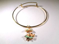 BEACH FASHION RHODIUM VIN & SUE NAUTICAL BEACH CHAIRS & UMBRELLA CHARM BRACELET