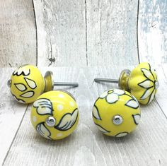 Are you interested in our yellow ceramic door knobs? With our yellow knobs you need look no further.