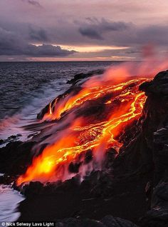 CJ Kale and Nick Selway long ago fell in love with Hawaii and founded Lava Light, a photography gallery focused on capturing the ever-changing landscape cr Photography Gallery, Nature Photography, Scenic Photography, Night Photography, Photography Tips, Landscape Photography, Volcano Pictures, Volcan Eruption, Erupting Volcano
