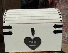 Tarjeta boda caja cofre del tesoro de madera rústica por GoRustic
