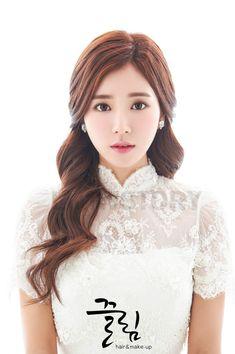 The Ultimate Wedding Beauty Checklist Korean Wedding Makeup, Asian Wedding Hair, Hairdo Wedding, Natural Wedding Makeup, Wedding Hair And Makeup, Wedding Beauty, Bridal Hair, Hair Makeup, Asian Bridal Makeup