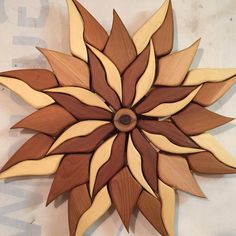 Love finding ways to use the knots. This flower is giving the knotty eye. Diy Wood Projects, Wood Crafts, Woodworking Projects, Bois Intarsia, Intarsia Wood Patterns, Intarsia Woodworking, Wooden Flowers, Wood Creations, Wooden Wall Art