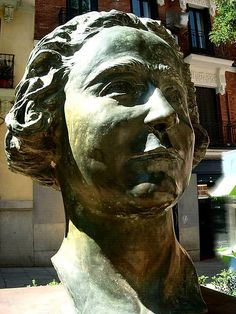 Clara Campoamor por Lucas Alcalde, 2006. Plaza Guardias de Corps. Madrid by Carlos Viñas, via Flickr