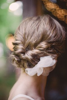 Style Me Pretty | GALLERY & INSPIRATION | TAG: HAIRSTYLES | PHOTO: 921060