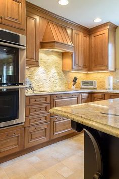 I like the warmy-ness of this ktichen, and the granite? countertops