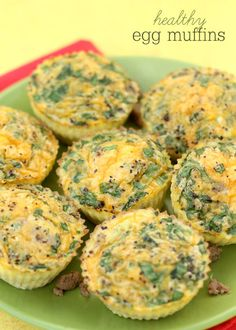 Healthy Egg Muffins filled with cheese, turkey sausage and veggies - YUM! { lilluna.com }