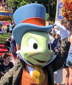 Jiminy Cricket, Donald Duck, Disney Characters, Fictional Characters, Art, Art Background, Kunst, Performing Arts, Fantasy Characters