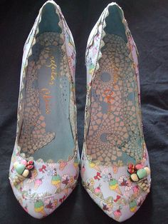 ice cream heels by Irregular Choice Pretty Shoes, Beautiful Shoes, Cute Shoes, Me Too Shoes, Unique Shoes, Shoe Cupcakes, Pink Cupcakes, Ice Cream Shoes, Cheap Designer Shoes
