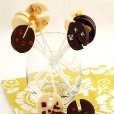 Chocolate lollipos with a surprise