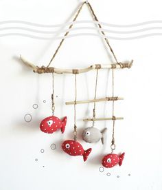 Handmade Deco Bedroom Bebe # 3 - The 25 Best Of The . Fish Crafts, Diy And Crafts, Arts And Crafts, Diy For Kids, Crafts For Kids, Fabric Fish, Deco Marine, Driftwood Art, Mobiles