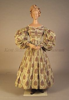 Printed cotton dress, dated 1830-1839, American, Kent State University Museum collection: 1983.001.0047