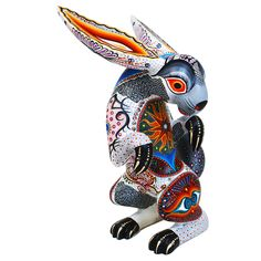 Luis Sosa created this very attractive tall rabbit. The painting of this sculpture is <strong>spectacular!</strong>