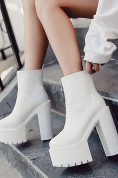 Schuhe Damen White Leather Zipper Platform Chunky High Heel Booties - Why do we need some good o Chunky High Heels, High Heel Boots, Heeled Boots, Cool High Heels, High Heel Sneakers, Ankle Boots, White Heels, White Boots, Hype Shoes