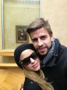 Shakira e Piqué Visitam o Louvre http://evpo.st/1eOj6Du