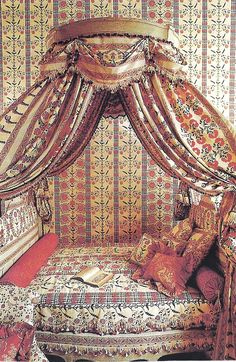 Balaquin bed with Braquenie fabric
