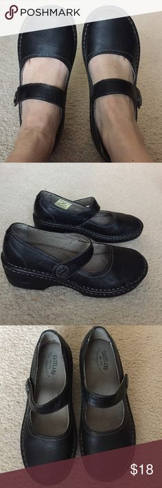 East land brand, Mary Janes. Black with Greyish beige stitching. Excellent used condition. Eastland Shoes