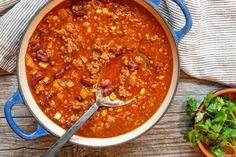 Here are 15 of our very best chili recipes, all perfect for a game day party or the Super Bowl Playoffs! From White Chicken Chili to Chili con Carne, we've got you covered. Beef Chili Recipe, Paleo Chili, Chili Recipes, Soup Recipes, Chili With Corn Recipe, Cookie Recipes, Cookies Sans Gluten, Gluten Free Chocolate Chip Cookies, Easy Paleo Dinner Recipes