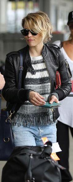 Rachel McAdams: Sweater – MINKPINK Sunglasses – Etnia Barcelona