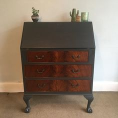 Upcycled Vintage Bureau Schwimmflosse Painted In Graphite Black Tiger Walnut Wood Drawers Claw Feet Storage Classic Writing Desk Upcycled Furniture, Painted Furniture, Diy Furniture, Furniture Refinishing, Black Furniture, Furniture Projects, Handmade Home, Bureau Upcycle, Writing Bureau