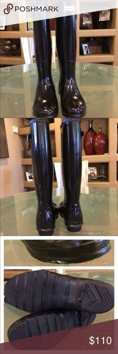 Hunter Tall glossy boots Good Preowned condition purchased on posh but never wore it. Size 9 Shoes Winter & Rain Boots