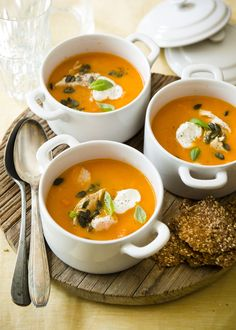 Pumpkin carrot soup with chicken - Libelle Delicious Super Healthy Recipes, Healthy Soup, Pumpkin Carrot Soup, Vegetarian Recepies, Good Food, Yummy Food, Hot Soup, Comfort Food, Food Inspiration